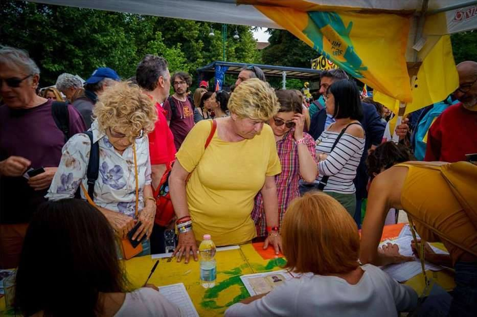 Susanna Camusso firma per Ero straniero